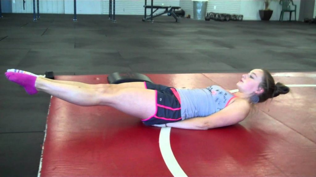 woman doing at home abs workout
