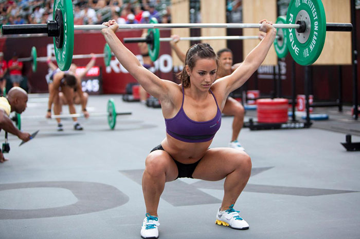 female bodybuilder performing an overhead squat