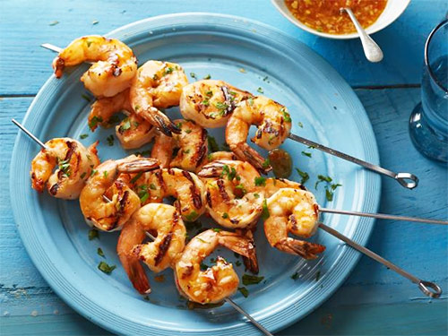 3 skewers of bbq shrimps as a high protein source