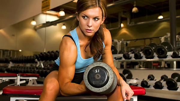 do men like bulky and muscular women. Woman lifting weights in the gym