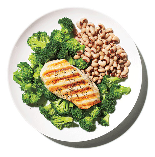 example of muscle building meal with chicken and bean protein alongside brocolli