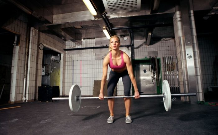 hamstring exercises for women, woman at the bottom of a deadlift