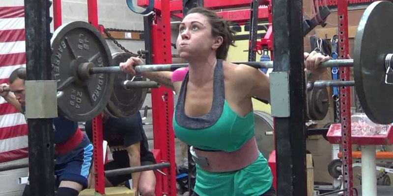 Powerlifting-woman-squat