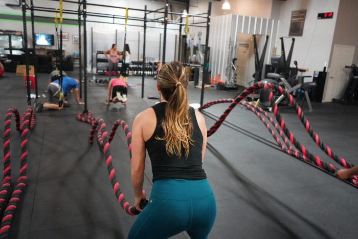 woman doing rope slams as a hiit exercise